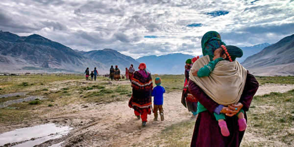 Zanskar Valley guide - Ladakhi women take their children to Padum to pray and shop