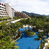 Penang family friendly hotels, Parkroyal's free form pool