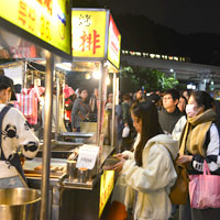 Taipei street food and fried chicken - Homestyle Barbecue stall at Shilin