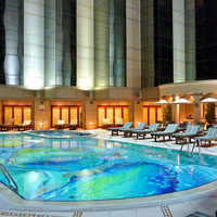 Review of best Dubai business hotels, Fairmont pool